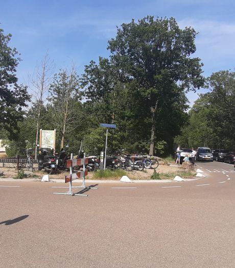 Het is veel te druk bij De Bergse Heide: toegangsweg op slot voor auto's