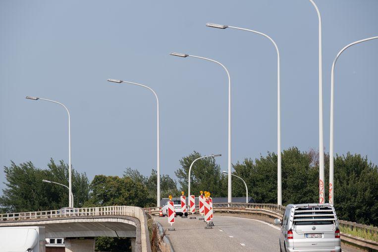 MECHELEN Het wegdek op de viaduct van de B101 is omhoog gekomen door de hitte