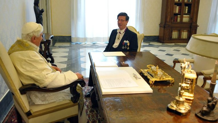 Benedictus XVI in gesprek met de nieuwe Belgische ambassadeur Charles Ghislain