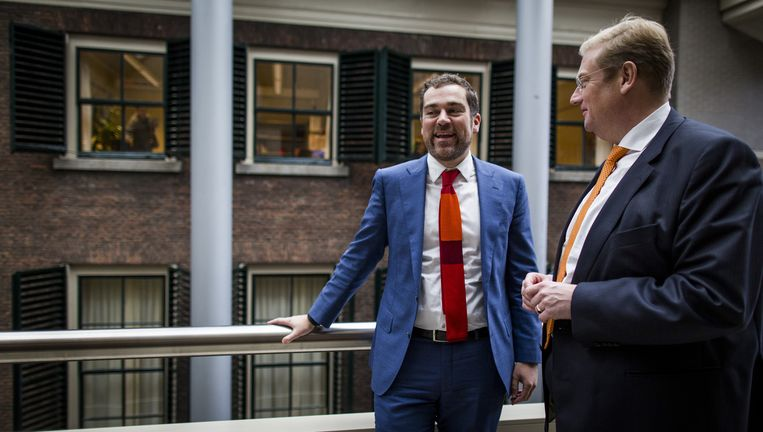 Staatssecretaris Klaas Dijkhoff en minister Ard van der Steur (Veiligheid en Justitie). Beeld Freek van den Bergh / de Volkskrant