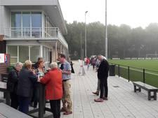 SC Doesburg schenkt een boom en bankje als bedankje