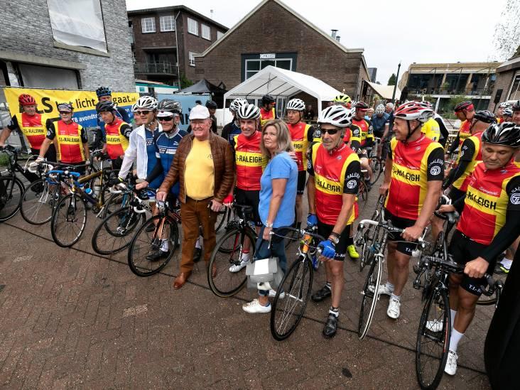 Prachtig eerbetoon aan 'Rooien' Bert Oosterbosch: 'Dit verdienen meer oud-renners'