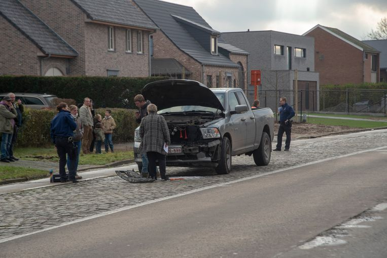 Bij een verkeersongeval op de Zuidlaan botste een BMW nadat hij achteraan werd aangereden door een Dodge-terreinwagen.