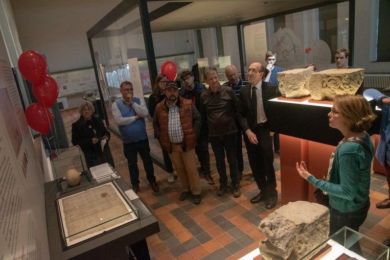 Het verjaardagsfeestje voor de 1.200 jaar oude oorkonde van keizer Lodewijk de Vrome in Gent.