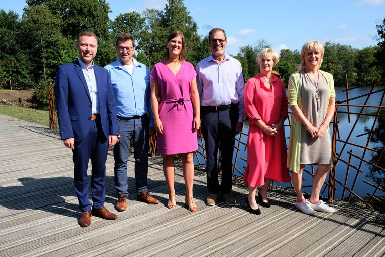 De Duffelse bestuursploeg: Dirk Broers, Luc Van Houtven, Sofie Joosen, Theo Boel, Lili Stevens en Ann Van Winkel.