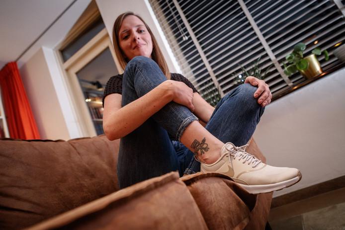 Thania Laban heeft op vakantie een Nazcalijn-tattoo laten zetten.