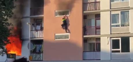 Agent ernstig gewond na sprong uit brandende flat