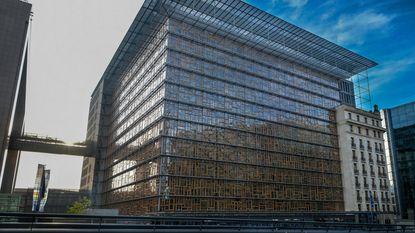 Personeel Europagebouw opnieuw onwel door schadelijke dampen