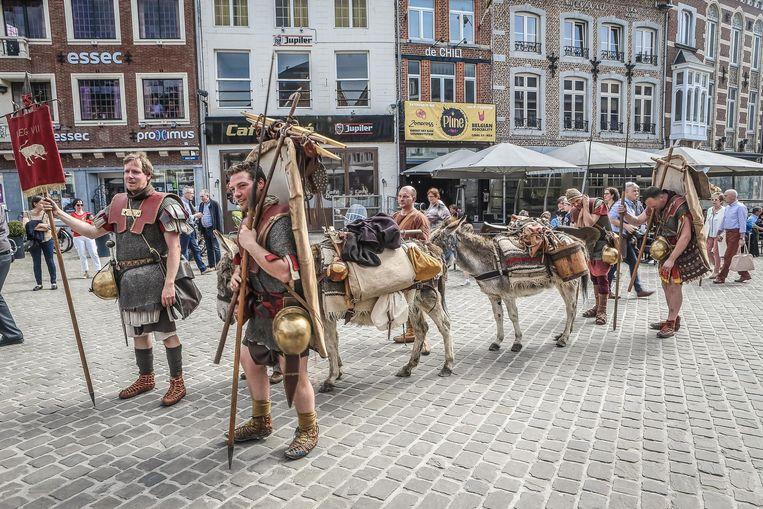 De Romeinse legionairs bij hun aankomst in Tongeren.