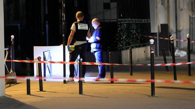 In Parijs is gisterenavond een man gearresteerd nadat hij zeven mensen verwondde met een mes.