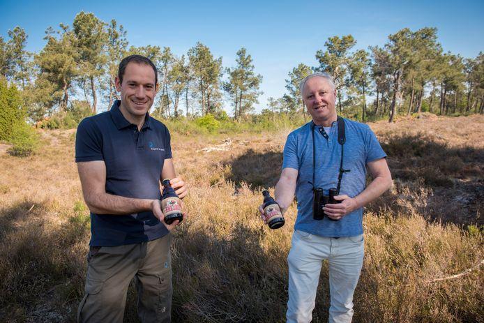 Pieter Cox (links) en Lex Peeters met het rode amberbier Eresus.