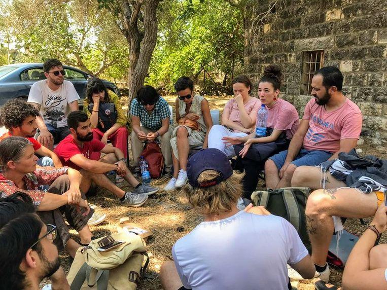 De deelnemers van de summerschool 'Disarming Design From Palestine' in Palestina.