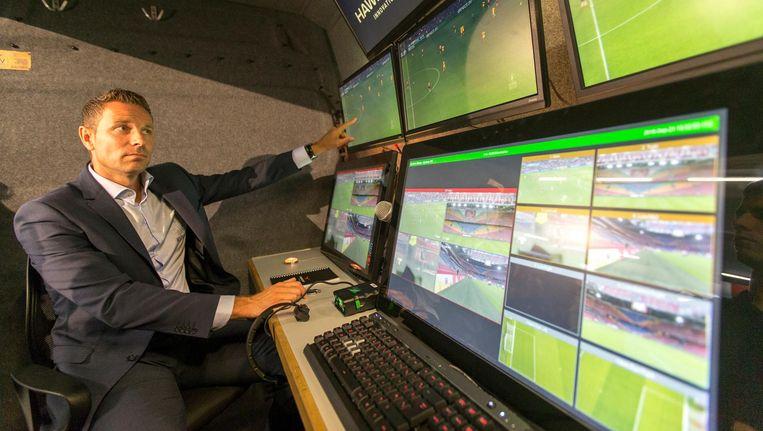Gijs de Jong, directeur operationele zaken bij de KNVB, gaf eerder op de avond uitleg over het videoscheidsrechtersysteem Beeld anp