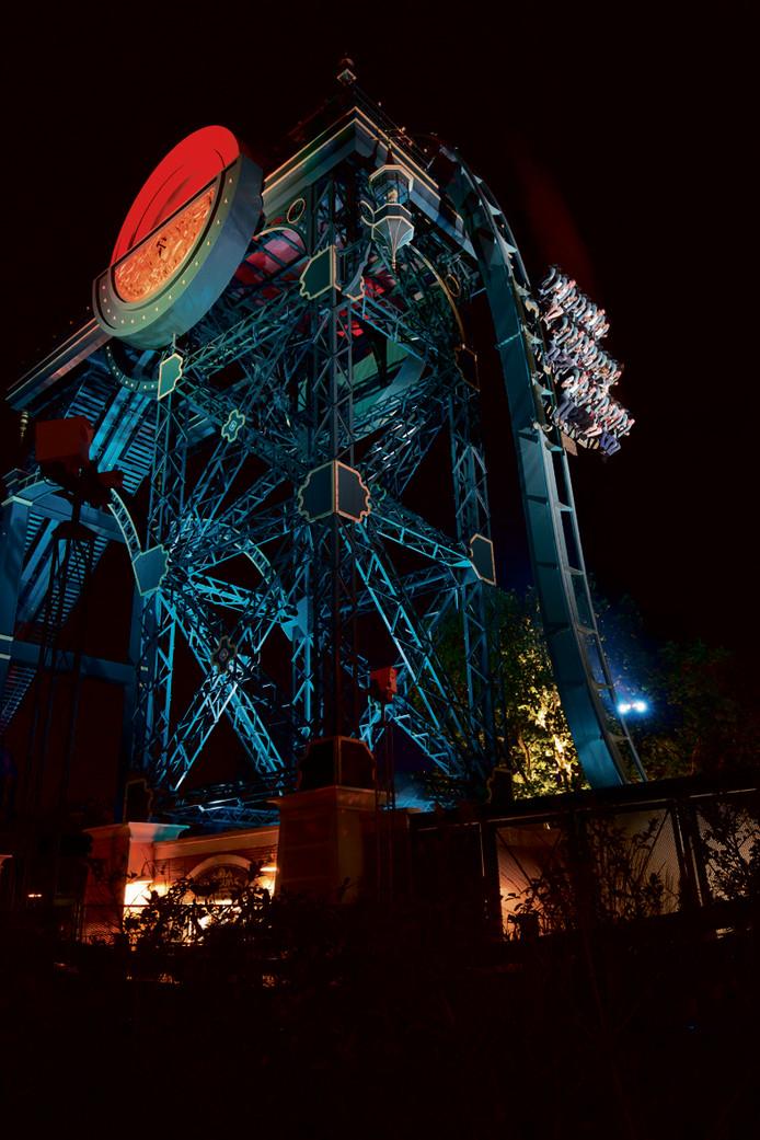 Ritje in het donker in de achtbaan Baron 1898.