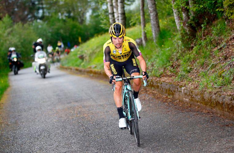 Etappe 16,  Roglic verliest tijd op klassementsleider Richard Carapaz en Vincenzo Nibali, die zijn tweede plek overneemt. Beeld AFP