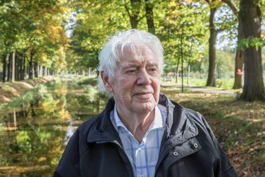 Theo van Mullekom, in 2017 in Griendtsveen op de brug die nog door zijn moeder geopend is.