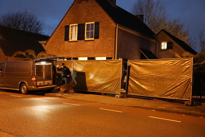 De woning in Sprang-Capelle waar de politie een inval deed.
