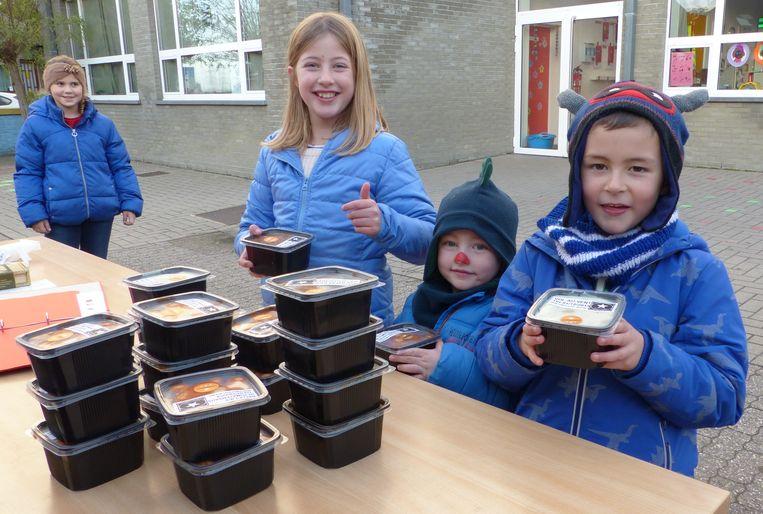 De Vrije School in Ruien verkocht lekkers van de traiteur om de nieuwe klassen in te richten.