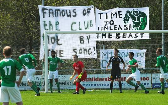 Een wedstrijd van De Meeuwen tegen FC Axel.