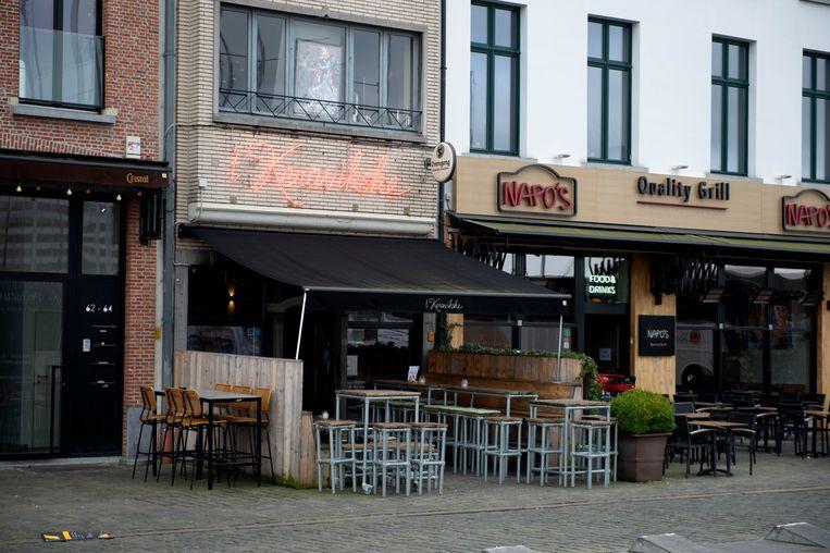 Het Antwerpse stadsbestuur vermoedt mensenhandel in 't Keravikske en heeft het café één maand sluiting opgelegd.