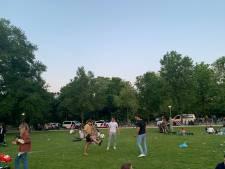 Politie stopt geniepig mini-festival in Vondelpark