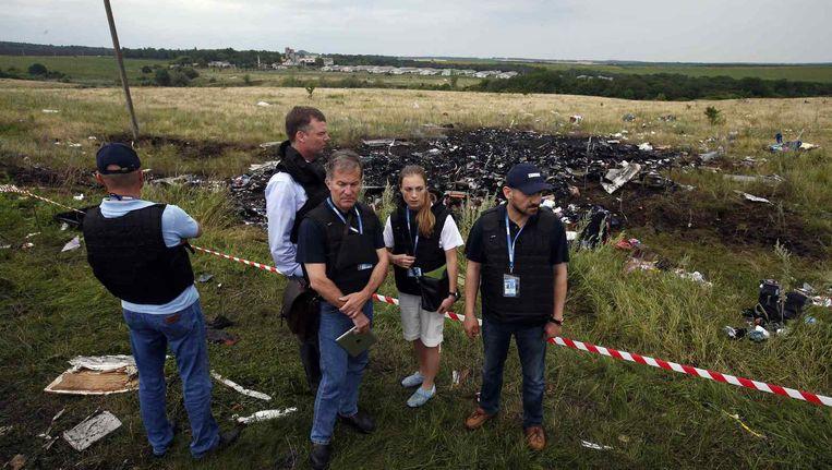 Medewerkers van de OVSE vandaag bij de rampplek. Beeld reuters