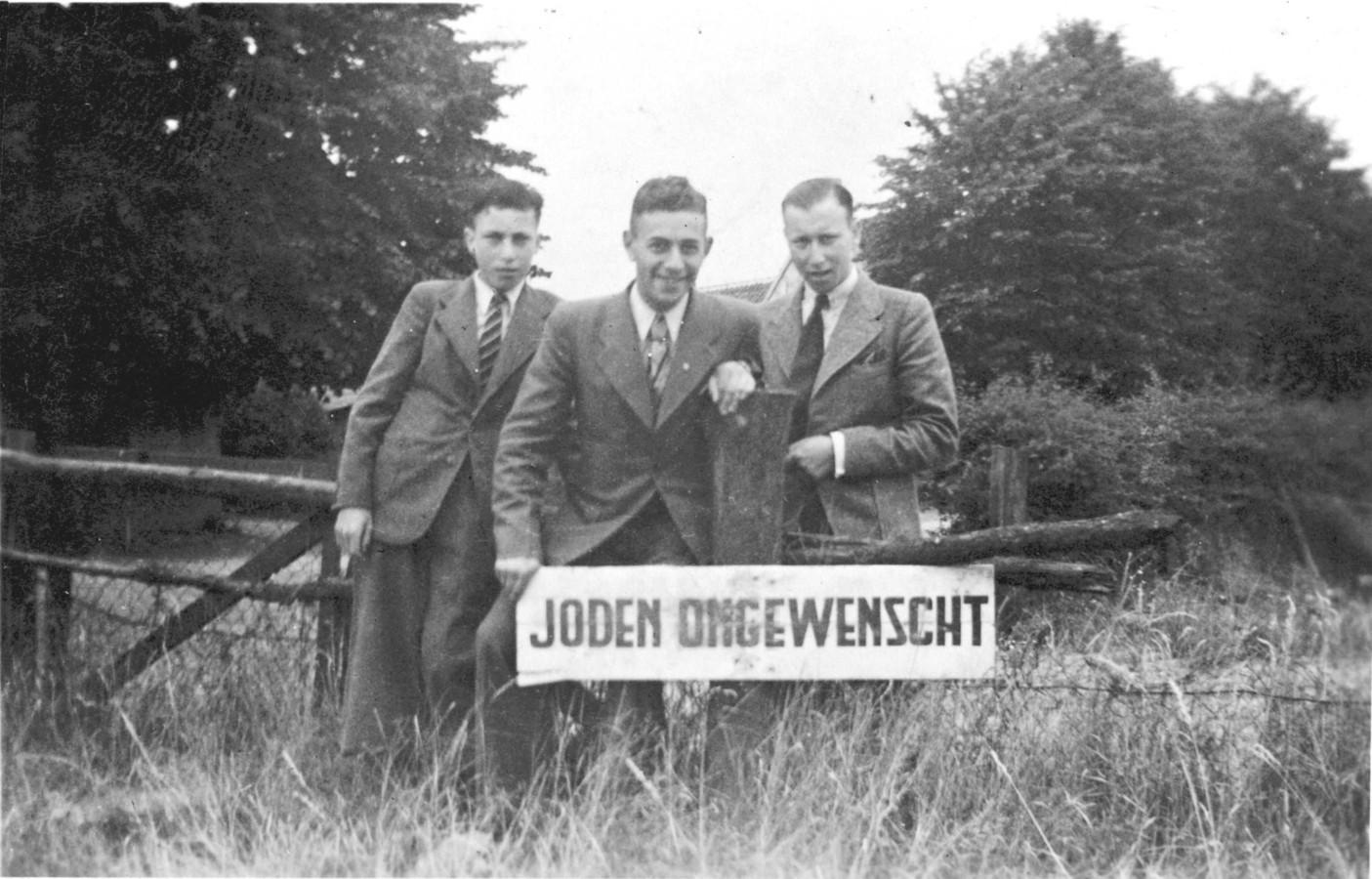 De Tielse broers Levie en Jozef Bartels (rechts) met in het midden vriend Eric Sanders.