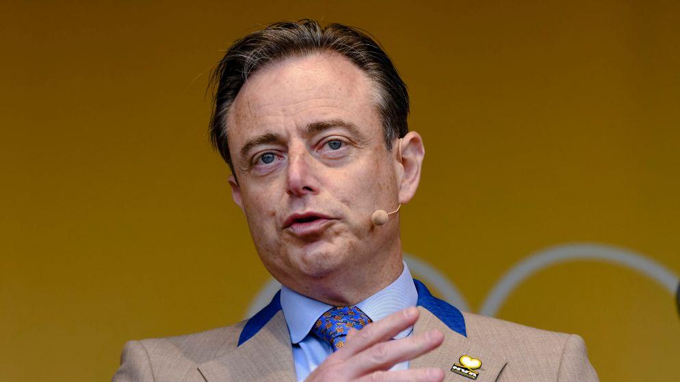 """De Wever over Vlaams Belang: """"Als iemand die elke dag een drol in een krant rolt, ze voor uw deur in brand steekt en dan wegloopt"""""""