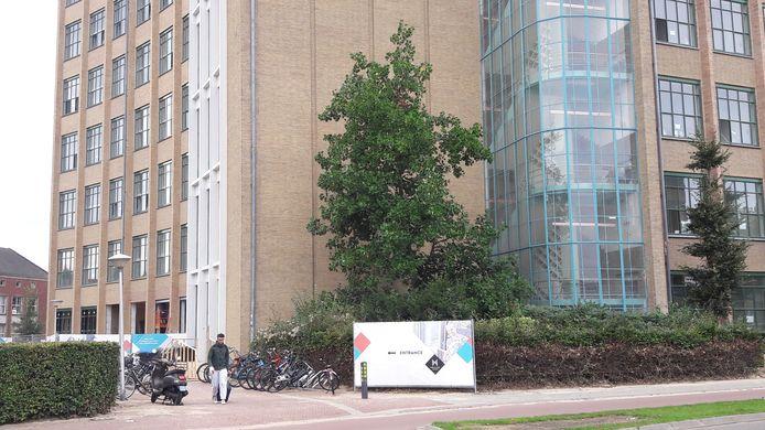 In de oude Philips Bedrijfsschool aan de Kastanjelaan/Frederiklaan in Eindhoven komen ook ex-daklozen en statushouders te wonen.