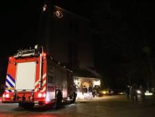Brandweer rukt uit voor rook in kerk Haalderen, dienst afgelast