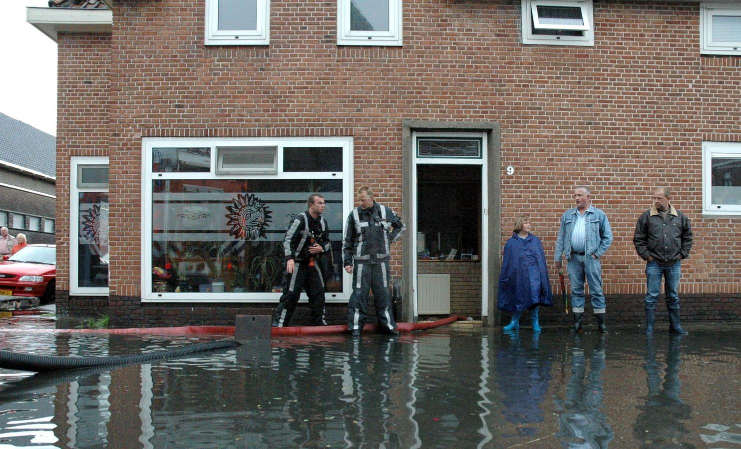 Woningen in Rotterdam die na een hoosbui blank kwamen te staan (archieffoto)