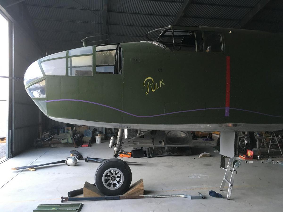 """Een bommenwerper B-25 Mitchell draagt weer de naam van """"Pulk"""". Met een vergelijkbaar toestel bombardeerde Fred Pelder senior de Japanners in Nederlands-Indië."""