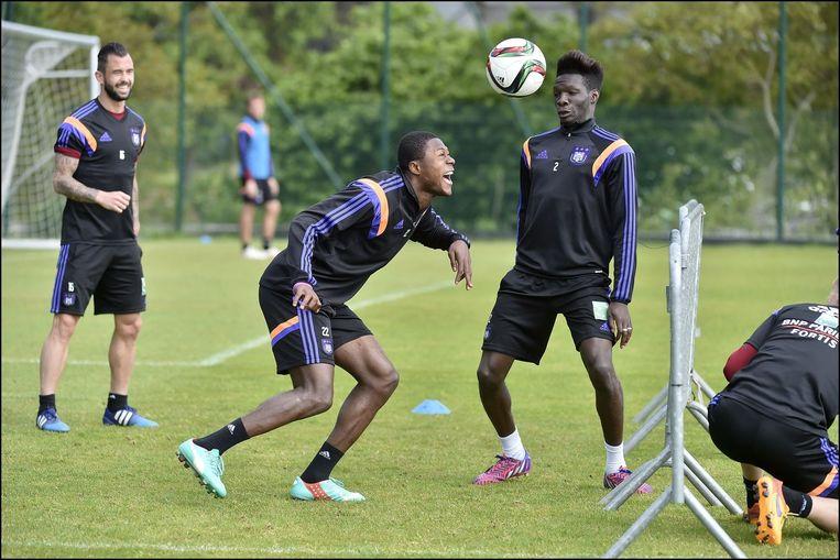 Mbemba staat op het punt om Anderlecht te verlaten voor een Europese subtopper, N'Sakala dreigt dan weer overbodig te worden als Obradovic komt