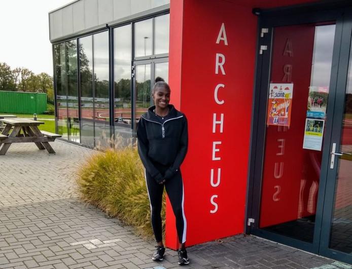 Dina Asher-Smith op het complex van AV Archeus in Winterswijk.