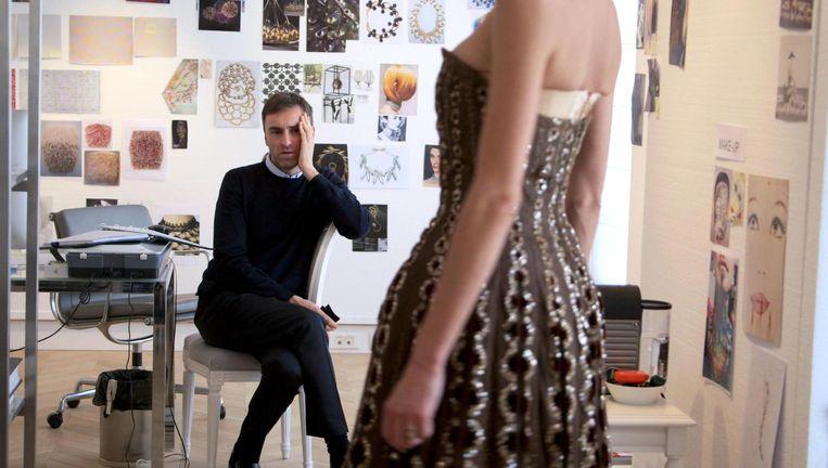 In de documentaire Dior et moi wordt de Belgische modeontwerper Raf Simons gefilmd vanaf zijn aanstelling bij het befaamde modehuis Dior tot aan zijn eerste show. Beeld NTR