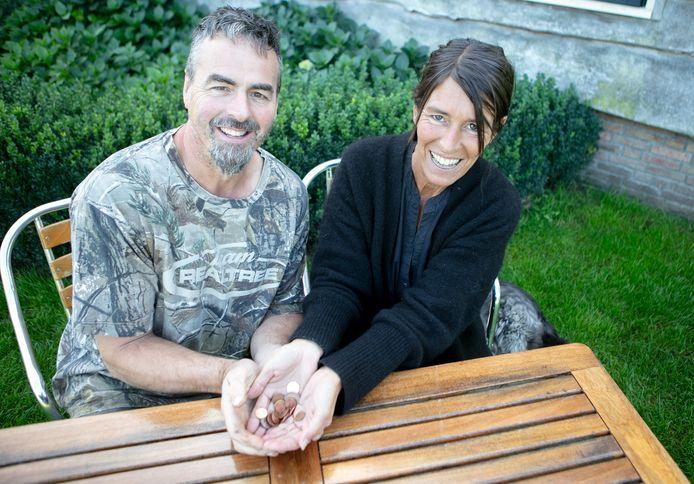 Monique Hakkers krijgt een nier van haar man Lennard. In de online collectebus van de Nierstichting hebben ze deze week al meer dan duizend euro binnengehaald.