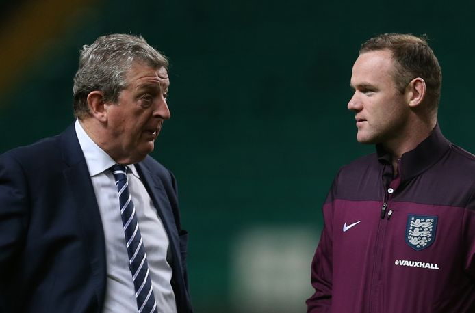 Roy Hodgson als manager van Engeland in 2014 in gesprek met Wayne Rooney.