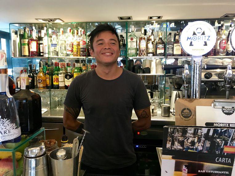 Abel Zambrano, barmanager in Barcelona. Hij is voor onafhankelijkheid.