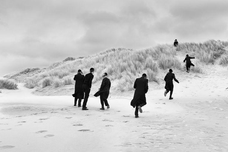 """De foto """"Losing our minds"""" is opgenomen in de Duncan Miller Gallery in Santa Monica."""
