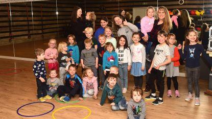 Kinderen dansen bij iMove