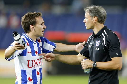 Sven Kums in gesprek met Marco van Basten.