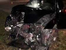 Bestelbus rijdt door na ongeluk in Lelystad: 'Vermoedelijk op drie wielen'