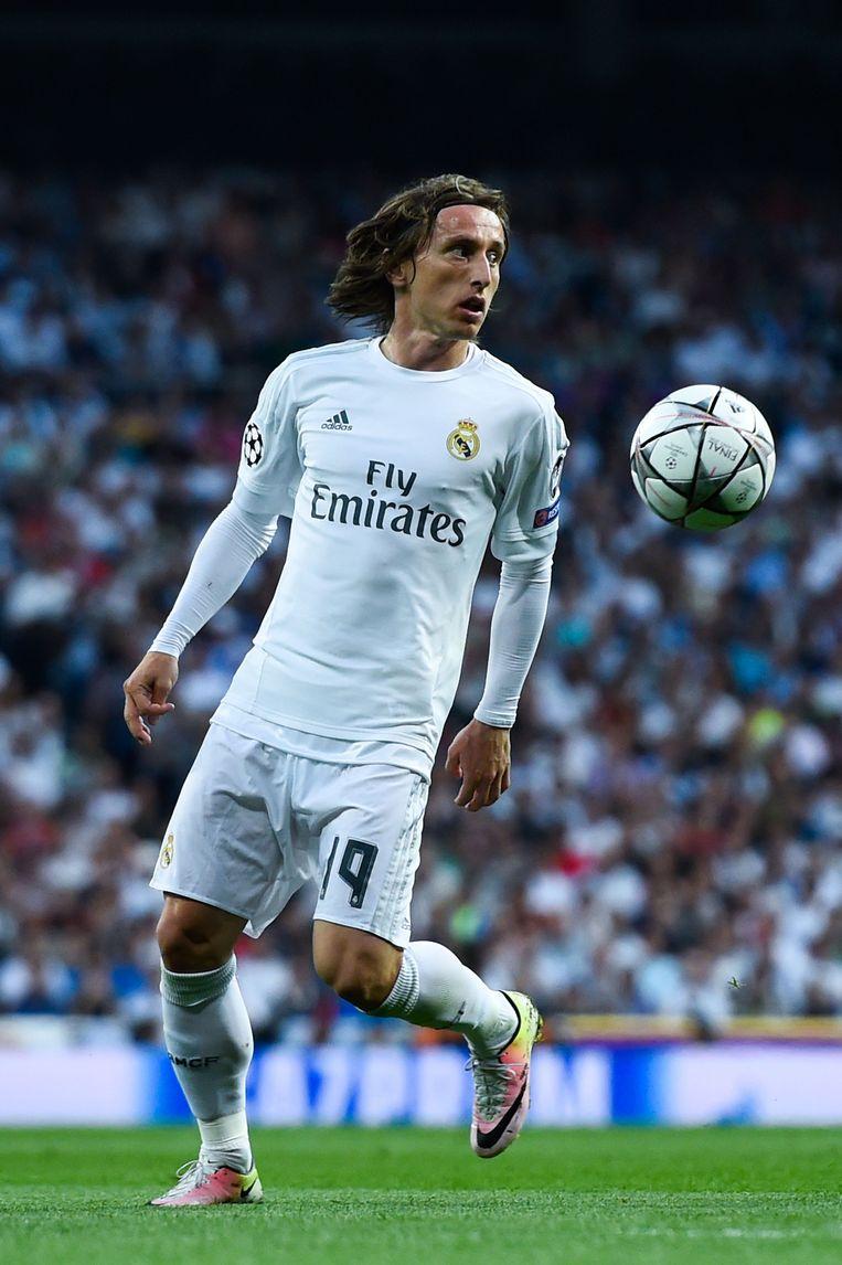 Modric zal steeds over de bal heen kijken en oogcontact maken met zijn ploeggenoten bij Real