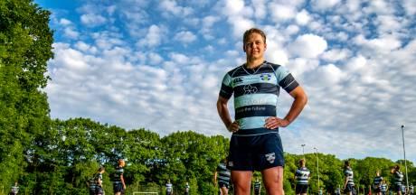 Na zes operaties in twee maanden is Van Balkom terug op het rugbyveld: 'Alles gedaan om fit te worden'