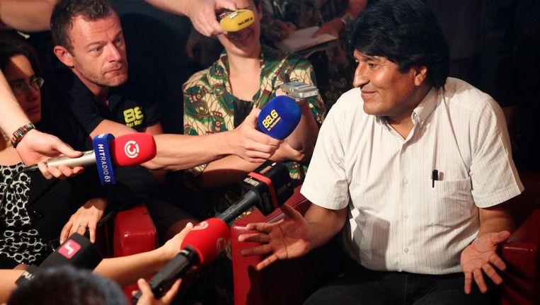 President Morales van Bolivia in Oostenrijk, waar hij een tussenstop moest maken omdat Edward Snowden wellicht aan boord van zijn vliegtuig was. Dat was hij niet. Beeld REUTERS