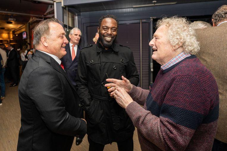 Trainer Dick Advocaat (links) op de nieuwjaarsreceptie in gesprek met de oud-spelers Ulrich van Gobbel (midden) en Wim Jansen. Beeld ANP