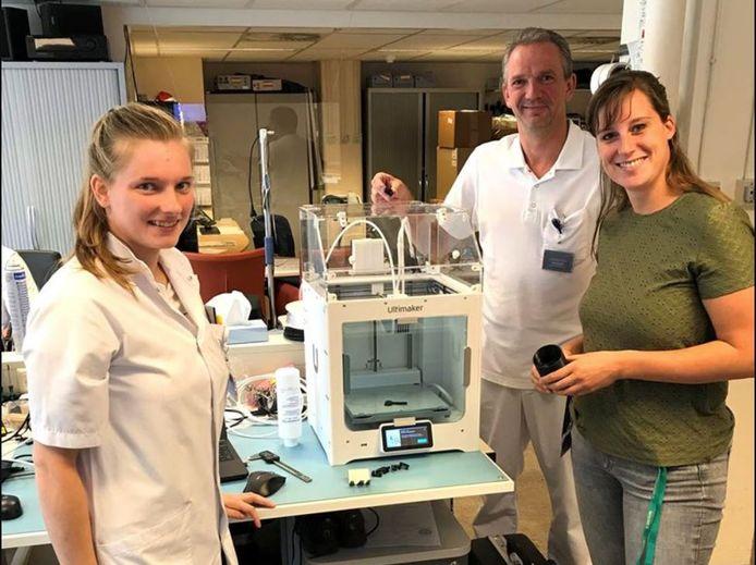 Het Slingeland Ziekenhuis in Doetinchem heeft sinds kort een 3D-printer om zelf medische hulpmiddelen te maken.
