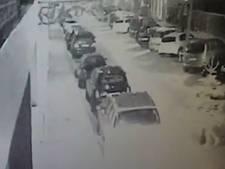 Bizarre auto-inbraak in Amsterdam: inbreker vermomt zich als kerstboom