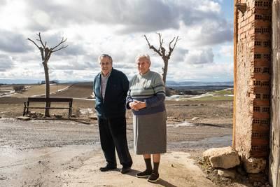 Maria Luisa Agustín Alegre (75) en haar man Jesús Campos García (79) in hun dorp Collados.