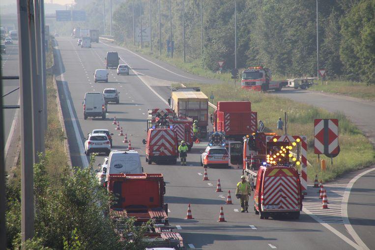 Door het ongeval kon het verkeer een tijdlang maar over een rijstrook passeren.